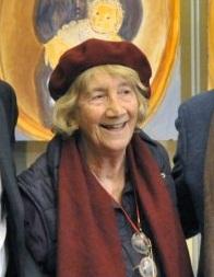 Lorenza mazzetti , dietro di lei si intravede uno dei quadri che lei ha dipento per ricordare l'eccidio dei suoi durante la guerra.